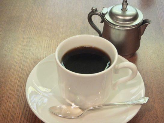 コーヒー飲む量を減らす。飲み過ぎから、カフェイン取る量減少。適量は?