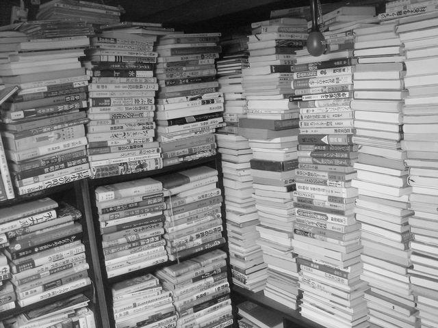 引越し。3LDKアパートに貯めた大量の雑誌、CD、本。ブックオフへ、クリスマスに処分。準備の時間ない。費用のお金もない。粗大ゴミはそのあと…
