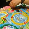 おすすめ人生ゲーム。ルールとマス目の文がネタ化。遊び方に内容。年齢重ね、職業カードイベントで涙。お札も株券に落ちルーレット回す【結婚、子供】