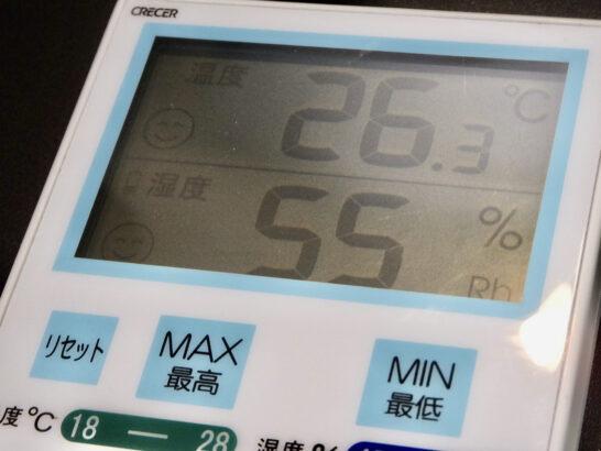 部屋、乾燥してますよ! 湿度ない。低い。31% 喉も痛くなる。