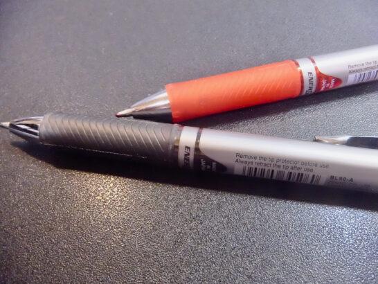 競馬予想にどんな赤ペン・黒ペンを使っていますでしょうか。筆記用具。馬券検討の相棒です