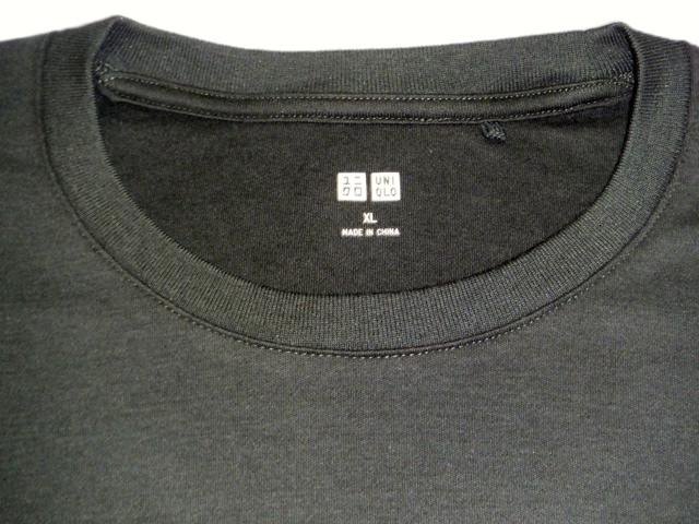 Tシャツのタグ。チクチクと首が痛いし、かゆいしすれる。邪魔な洗濯表示切るし取るし。ユニクロのTシャツが不快感から解放されてて、いいなと