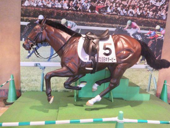 馬を強く追える騎手ほど、競馬で後方に座る傾向があると角居調教師は語る。ジョッキーの特徴・相性・追い方は馬券予想で大事なこと